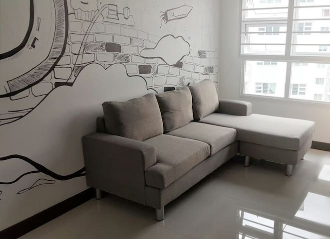 Bright, clean apartment with wall-art - SG - Wohnung