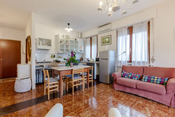 Lovely  and quiet apartment near the lake - Toscolano Maderno - บ้าน
