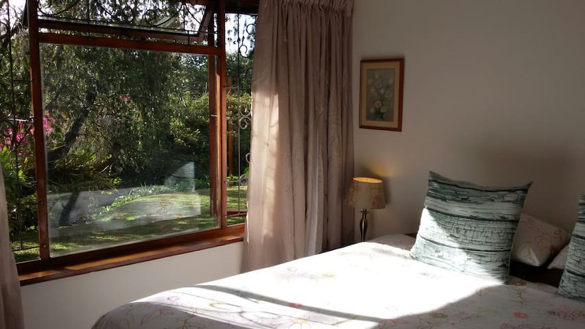Orchid View, immerse in nature, single/double room - Kloof - Huis