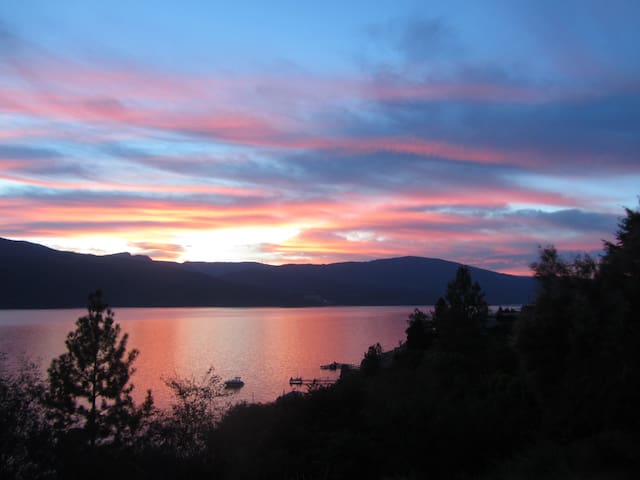 Lake Okanagan Waterfront!15 Min to Kelowna Airport - Lake Country