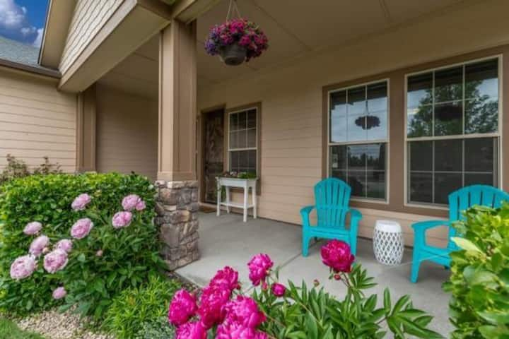 Tahiti at the Village-Executive Home-sleeps 1-14