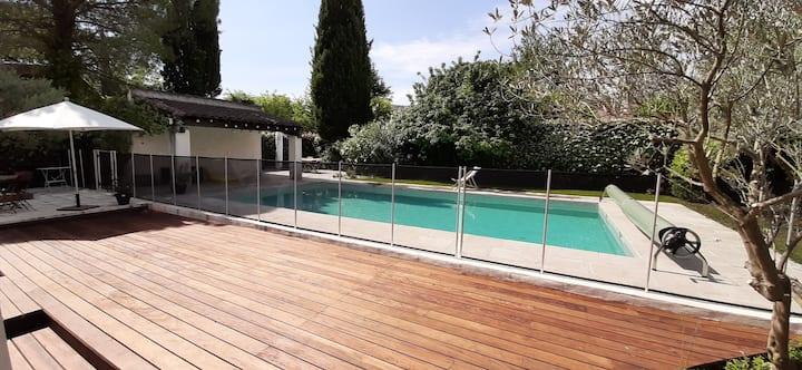 Villa, 5 chambres-8 couchages-piscine, proche Aix