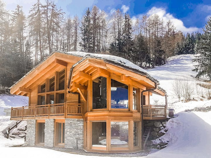 Chalet Catherine - Stunning chalet for 6 with feature windows in Master Bedroom