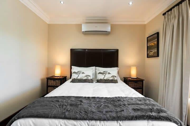 Bedroom 3, Queen size, AC