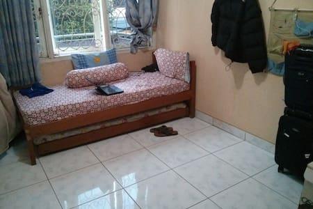Private Room in Luxurious Area - Kebayoran Lama - Ház