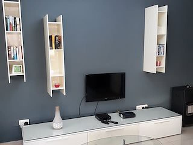 Cable tv & wifi in living area