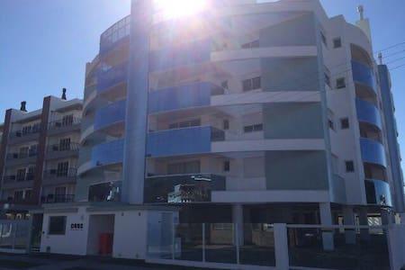 Praia de Palmas - Apartamento a 300 m da praia