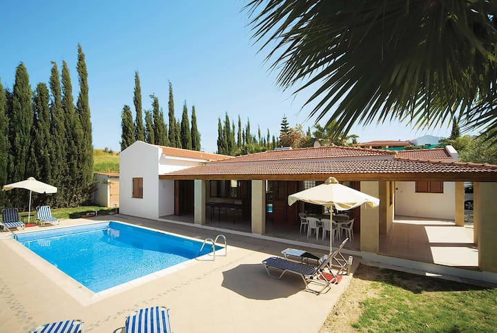Attractive 3 bed villa with private pool