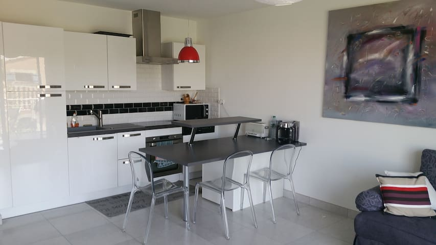 Appartement neuf avec terrasse, proche centre - L'Isle-sur-la-Sorgue - Condominio