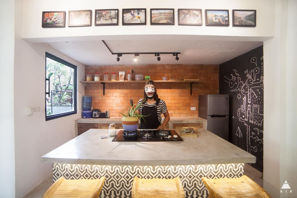 Fully equipped private kitchen with gas oven, fridge and rice cooker will get you inspired to try out some new dishes