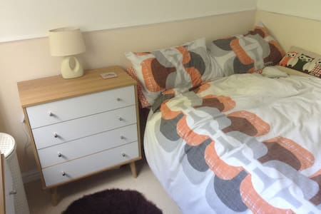 Cosy 1 bed flat in Madeley Cheshire - Madeley