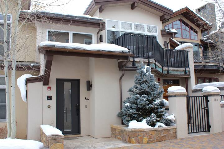 Beautiful 3 br Creekside Heart of Vail Condo - Vail - Apartment