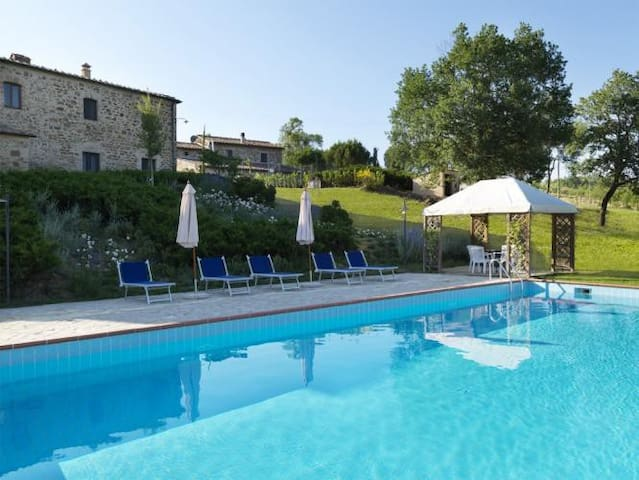 Lovely farmhouse apartment  with pool - Province of Siena - Apartamento