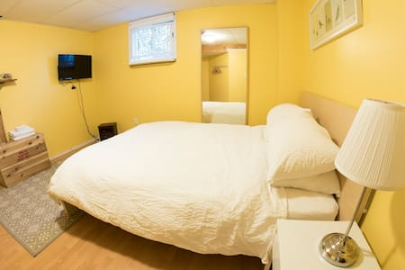 Close to Hospital - Yellow Room