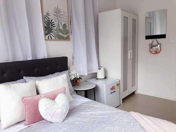 Small Quiet External Single Private Room In Kingsford Near UNSW, Light Railway&Bus 1 - ROOM ONLY