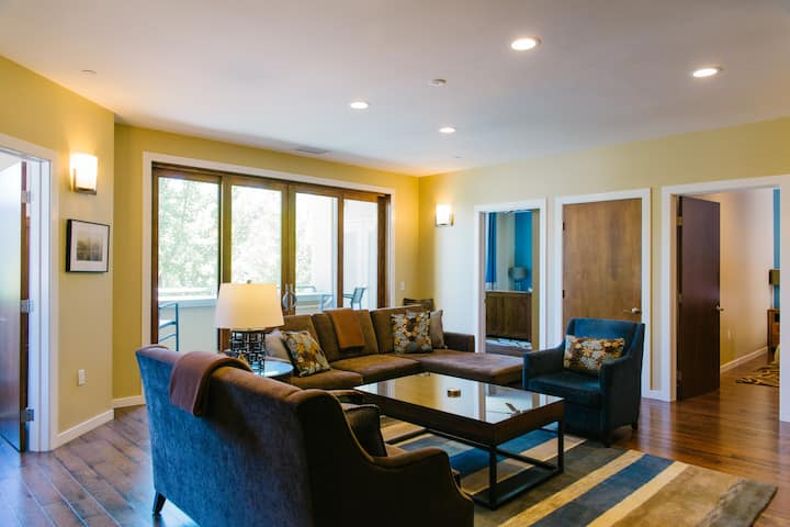 Two Thirty-Five Luxury Suites: Fitch Mountain