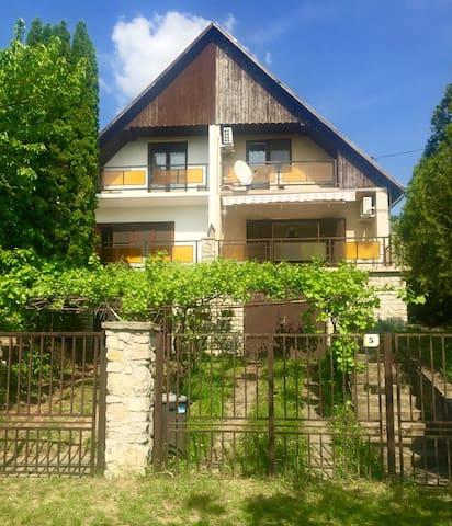 Family house at Lake Balaton (Balatonakarattya)