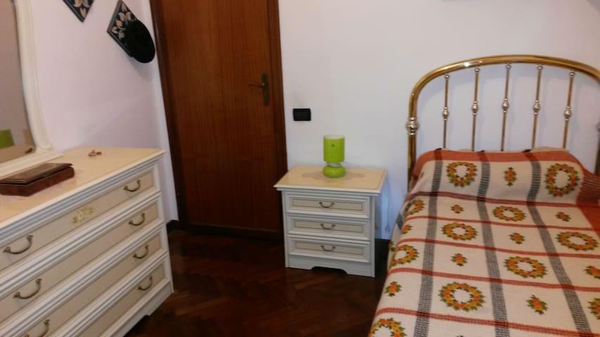 Camere singole in ampio appartamento - ลูกา - อพาร์ทเมนท์