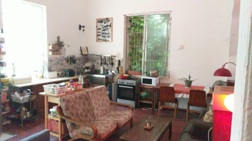 cozy room in co-living villa in the heart of TLV
