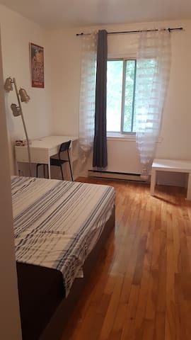 Large cozy room 4 1/2 - ROSEMONT