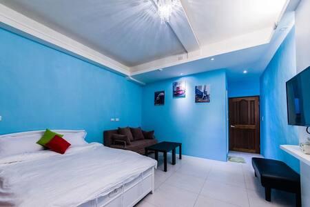 步行1分鐘到夜市【羅東夜市】米加民宿~3F-1 雙人房(藍色) 可住到2~4人~ensuite - Luodong Township