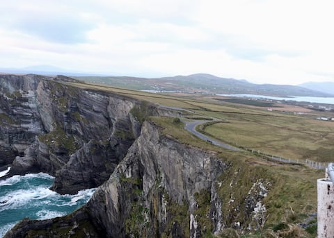 Skellig View Poppy Room & The Kerry Cliffs