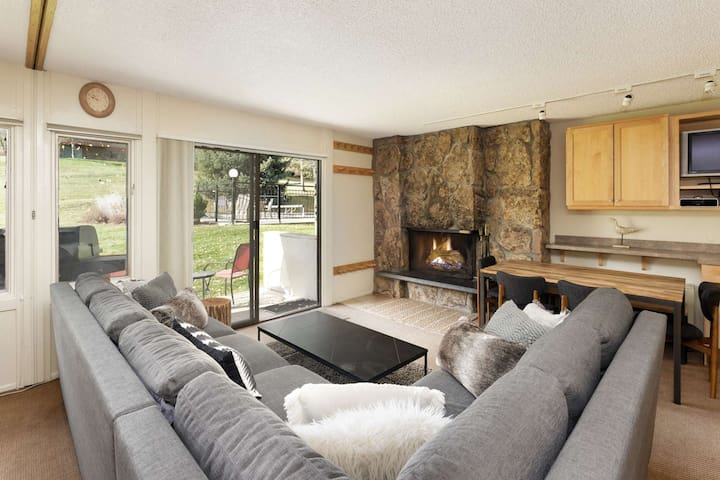 Snowmass Mountain Ski-In/Out. Patio, Grill, Outdoor Pool/Hot Tub, Covered Parking, Wood Fireplace