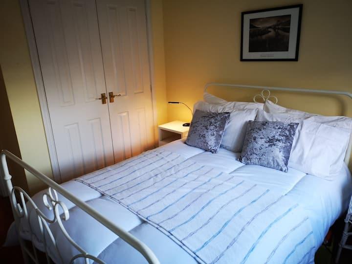 Beautiful double bedroom  detached house in Stoke