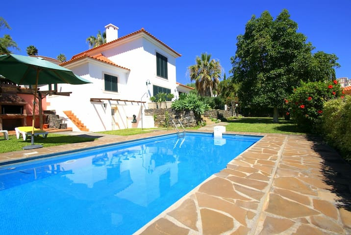 Lovely 3-bedroom villa with private pool & gardens - Caniço - House