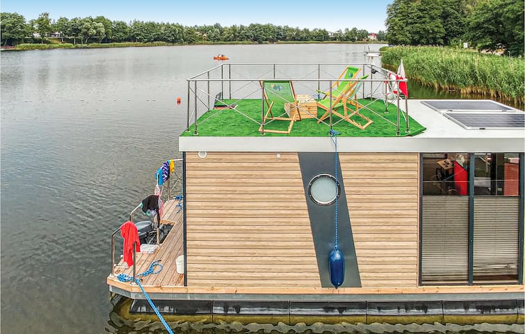 Houseboat with 1 room on 17m² in Zlotow