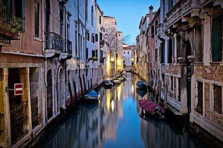 CA' BIENNALE: 5 min from S. Marco & free wifi - Venice - Leilighet