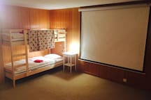 Playroom/cinema room with bunkbed (two people)