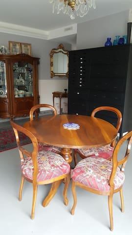 Salle-à-manger et meuble industriel