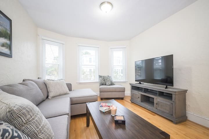 Newly renovated 3 bedroom  w/wifi & parking