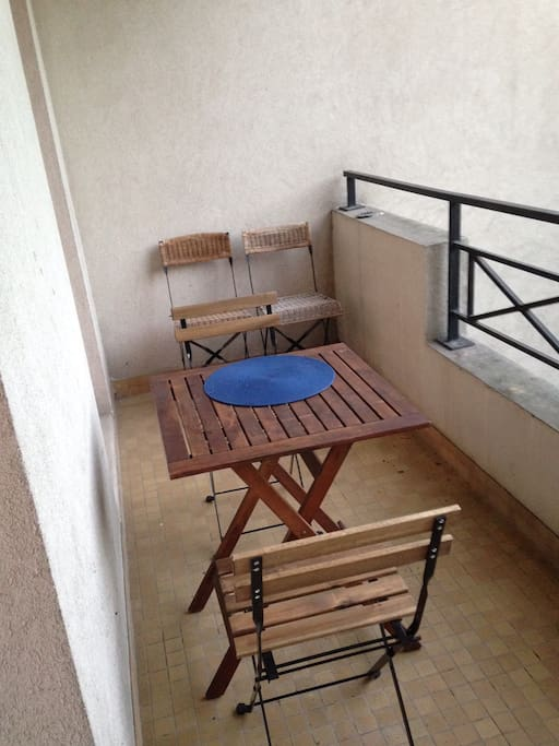 Studio 35m balcon garage s curis flats for rent in for Garage rolin issy les moulineaux