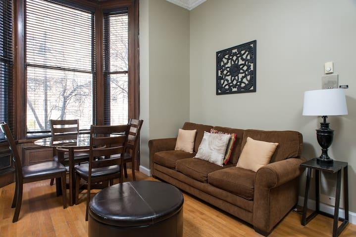[1279] 2 BR/1.5 BA, Bi-Level Suite - Boston - Apartment