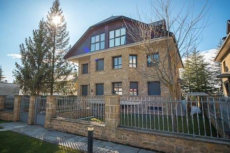Casa pareada en Urb. con Piscina - Maison