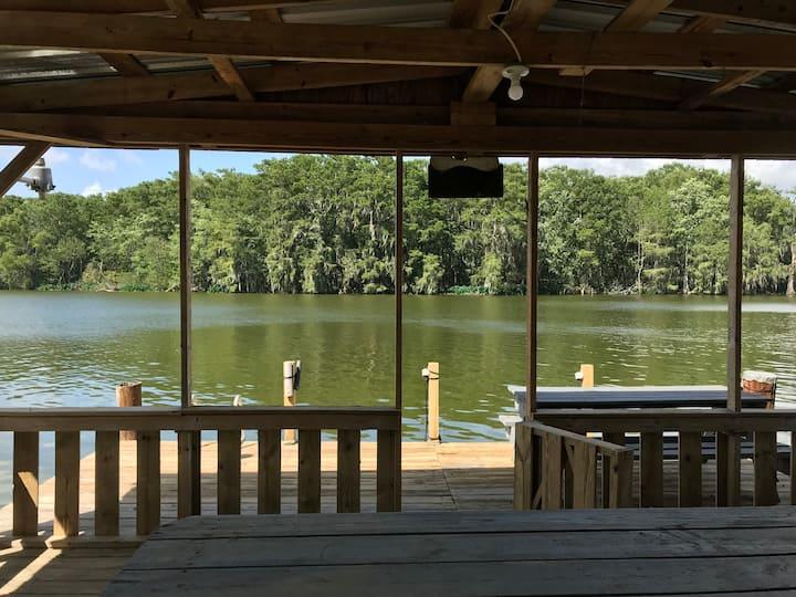 Cute One Room Cabin on 4 Mile Bayou