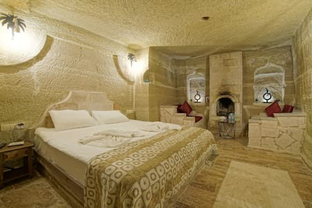 Quadruple Deluxe Family room with jacuzzi (CAVE)