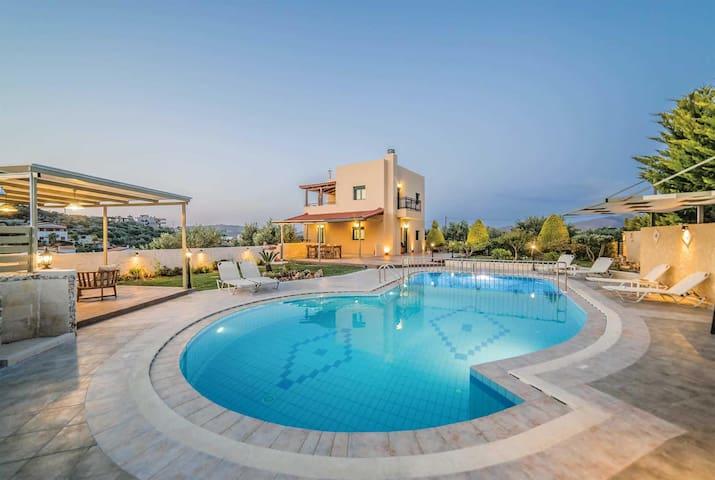 3 bedroom Villa sleeps 6 in Agia Roumeli