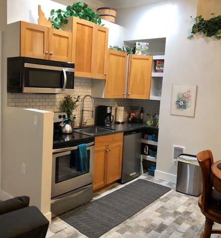 Idyllic Studio - close by BSU, Downtown, & Airport