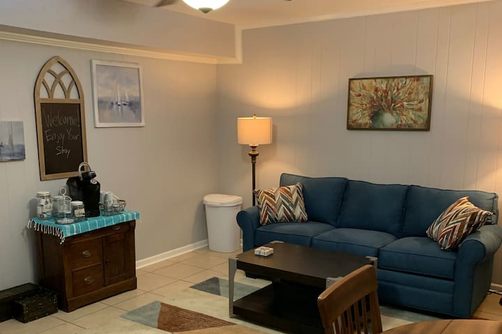 Charming, Accessible Private Entrance Suite
