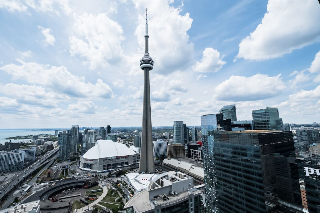 Unparalleled views of the CN Tower, Rogers Centre and city skyline