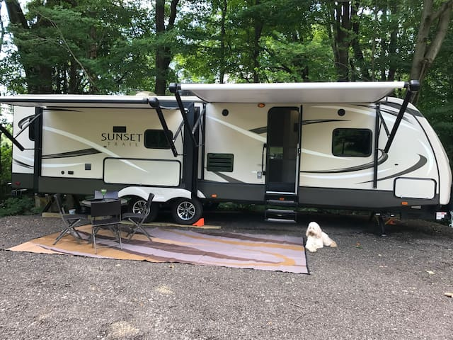 Luxury camper, close to Mid Ohio & Mohican St. Pk