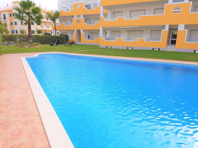 PREMIUM APT-KING SIZE BED|POOL|WIFI|CABLE TV| A/C