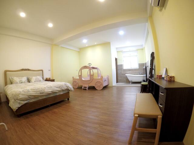 Big room for 2-3 near city center 雙人or三人小家庭 近市中心 - 宜蘭市 - Huis