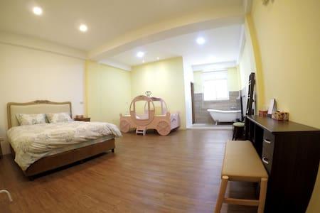 Big room for 2-3 near city center 雙人or三人小家庭 近市中心 - 宜蘭市