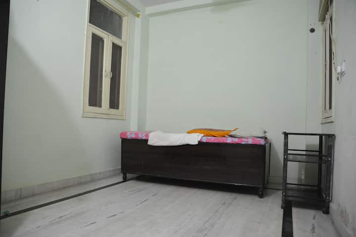 Cozy Room with all basic Amenities