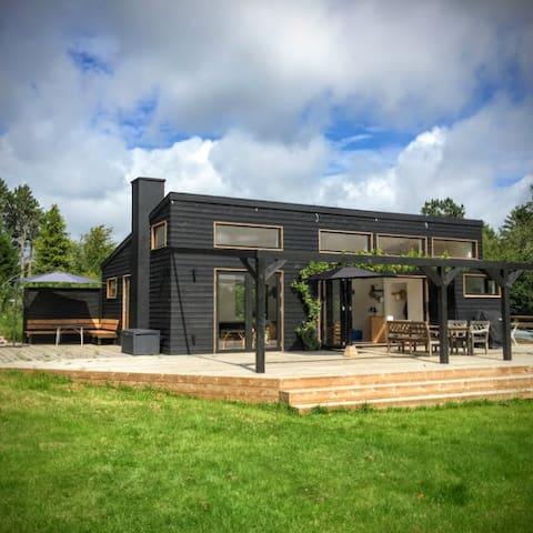 Smukt, rummeligt og lækkert sommerhus ved Tisvilde - Vejby