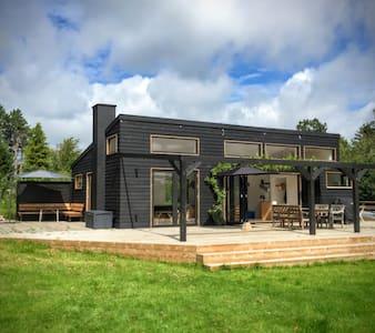 Smukt, rummeligt og lækkert sommerhus ved Tisvilde - Vejby - Casa de campo